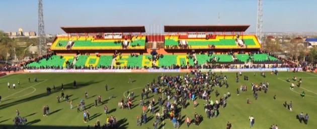 «Тобол» заплатит более миллиона тенге за выбежавших на поле после матча с «Кайратом» болельщиков