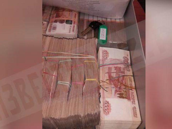 Миллиард рублей из квартиры главы Ростехнадзора по СЗФО выносили коробками