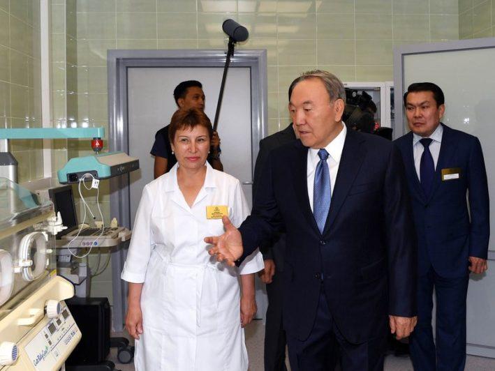 Врач – это самая великая профессия» – Назарбаев посетил медцентр в Алматы