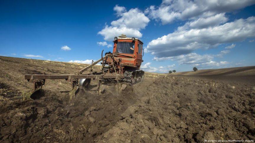 95 млрд тенге составил перерасход на ремонт и ГСМ в связи с изношенностью сельхозтехники в Казахстане