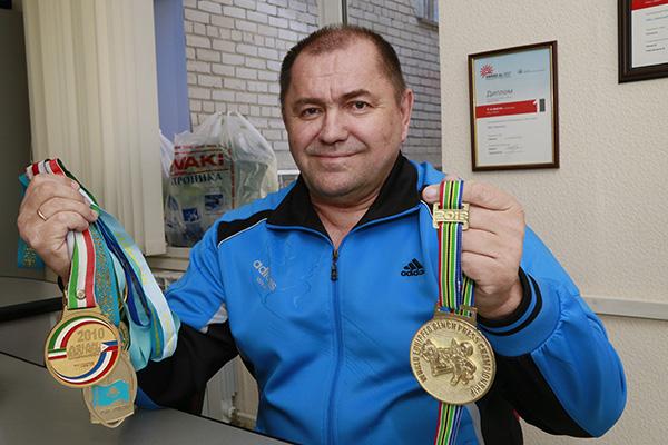 Костанаец стал чемпионом мира среди ветеранов на турнире по пауэрлифтингу, который прошел в ЮАР