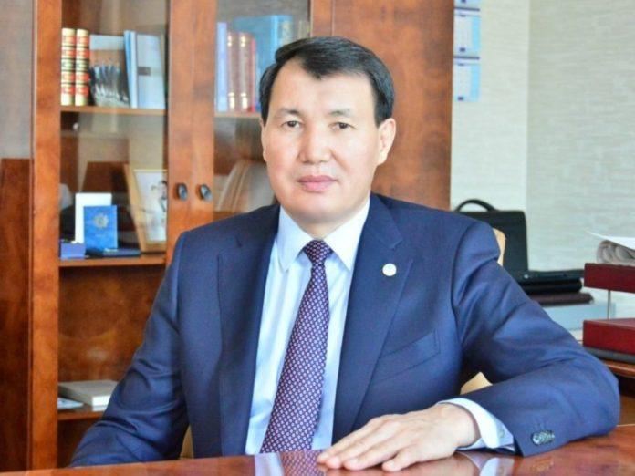 Председатель Агентства РК по делам государственной службы и противодействию коррупции Алик Шпекбаев рассказал, как намерены поднять престиж госслужбы