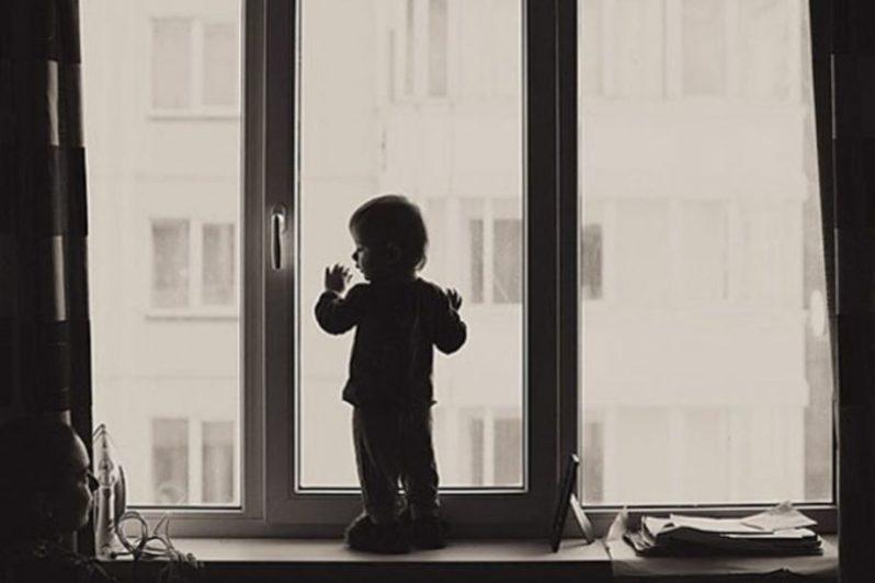 В Рудном 4-летний ребёнок выпал из окна пятого этажа