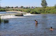 Женщина попала в водоворот на плотине в Костанае