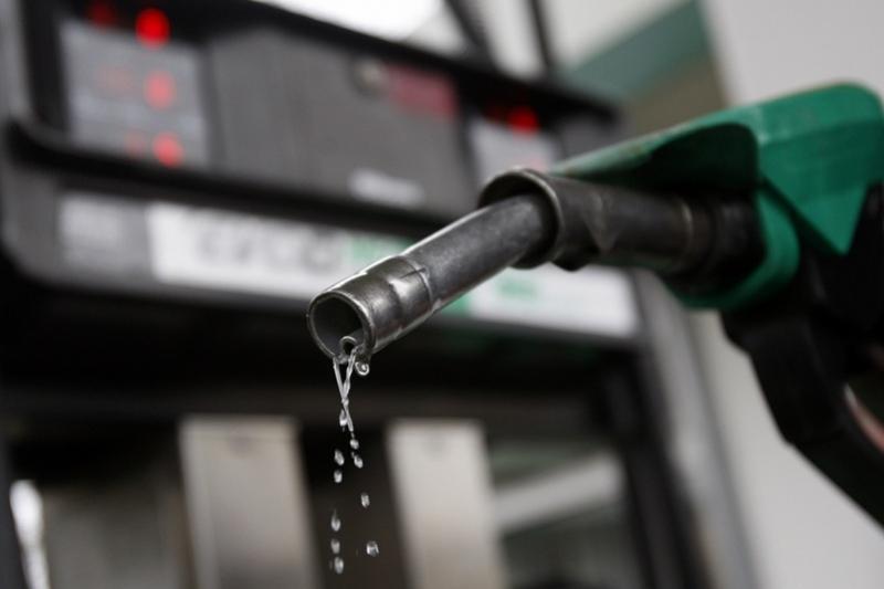 Талоны на 56 тысяч литров бензина похитила чиновница в Костанае