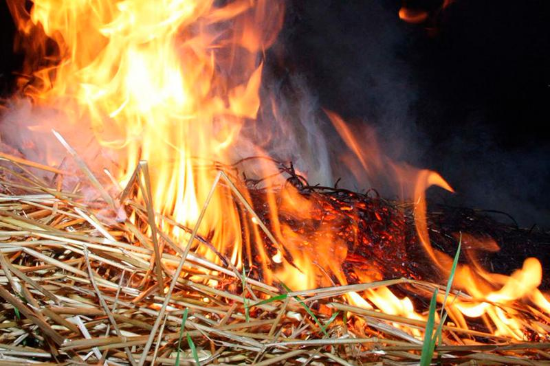 Сильные ожоги получил житель Костанайской области из-за соломы