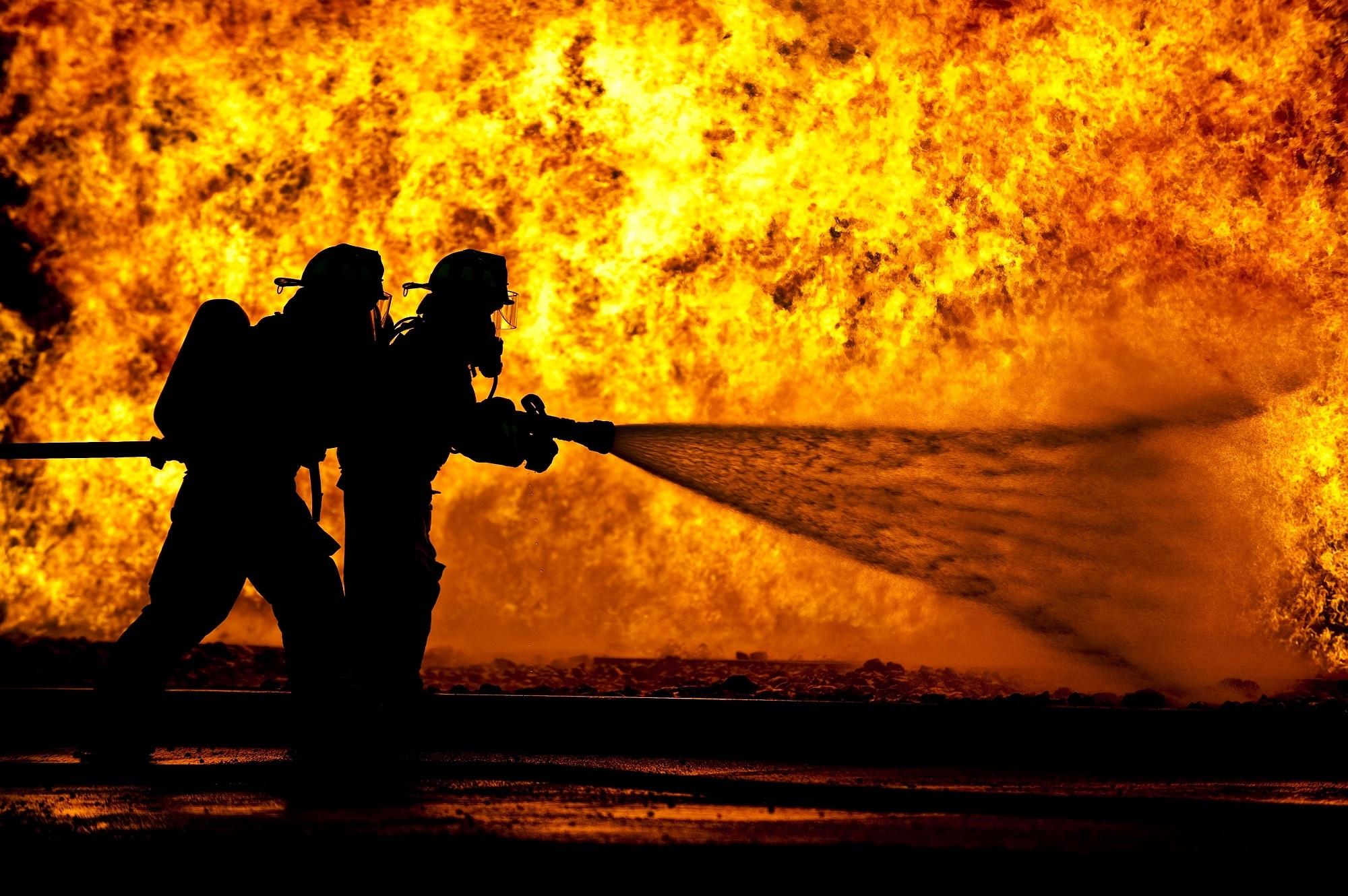 Взрыв прогремел на нефтебазе в Актобе: есть пострадавшие