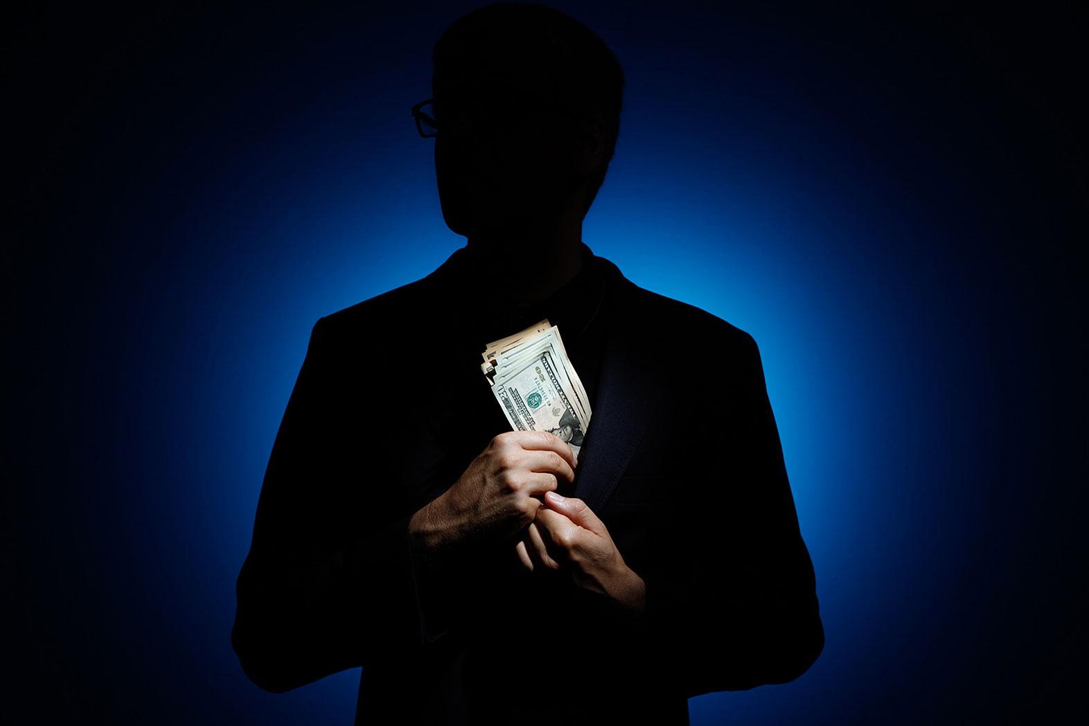 Замначальника УВД Атырау уличили в систематическом получении взяток