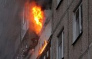 Ребенка и двоих взрослых спасли из пожара в многоэтажке Рудного