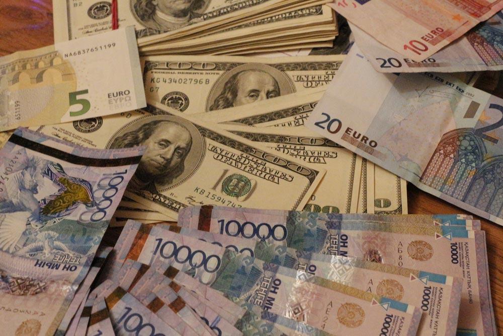 Граждан стран ЕАЭС обязали доказывать на границе происхождение сумм свыше $100 тыс.