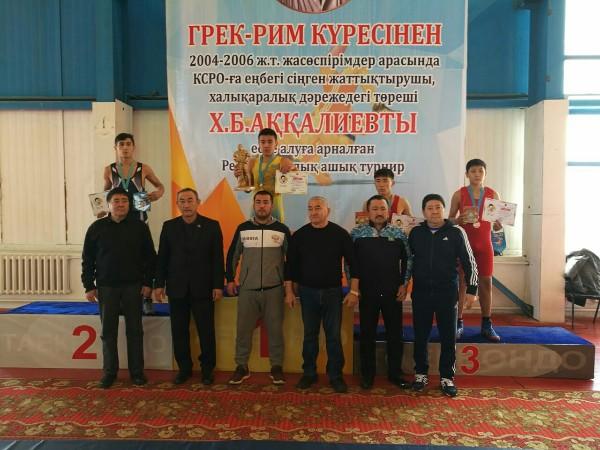 Костанайцы завоевали три медали на республиканском турнире по греко-римской борьбе