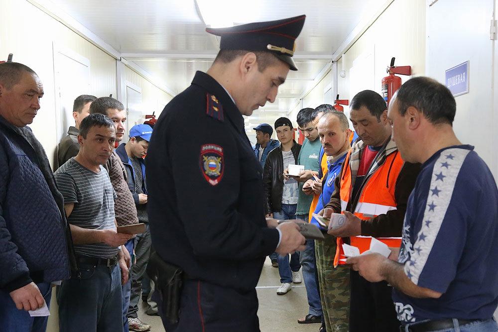 Казахстанец сколотил банду, незаконно переправлявшую в Россию иностранцев