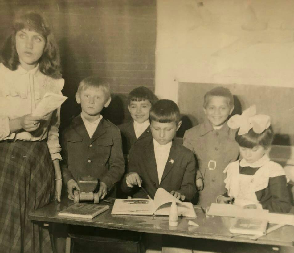Карабалыкские выпускники отыскали свою учительницу в России через 30 лет
