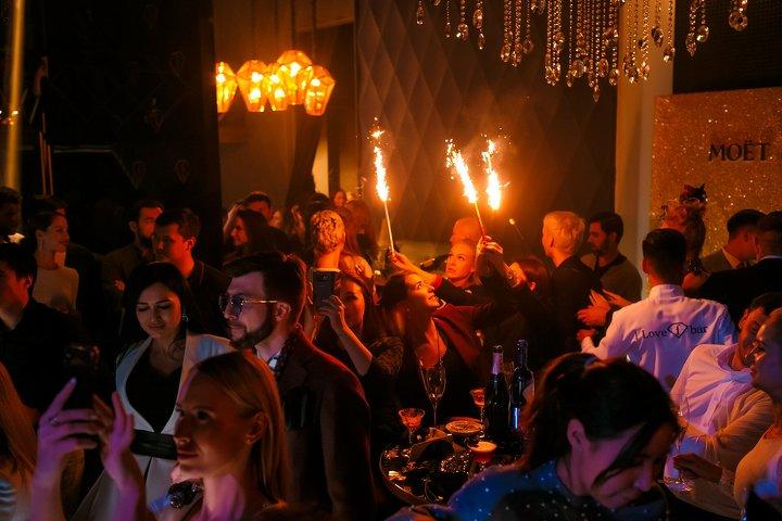В Алматы по франшизе мирового канала моды Fashion TV открылся Fashion Bar Almaty