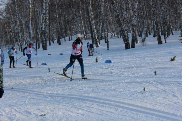 Около 200 лыжников Сибири, Урала и Казахстана поборются в Омской области за награды, учрежденные участником двух Олимпийских игр