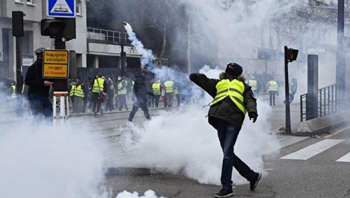В Париже часть министерства эвакуировали из-за вторжения демонстрантов