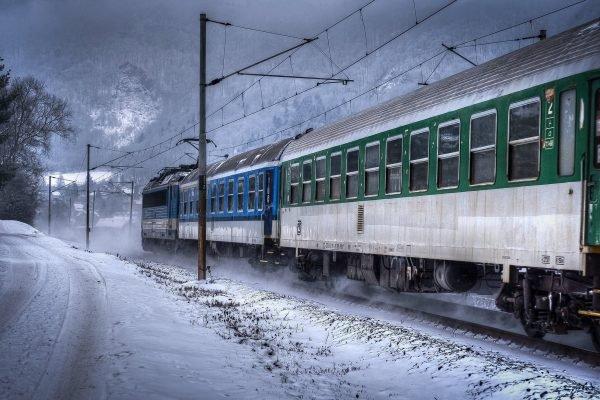 Поезд сбил мужчину в Карагандинской области