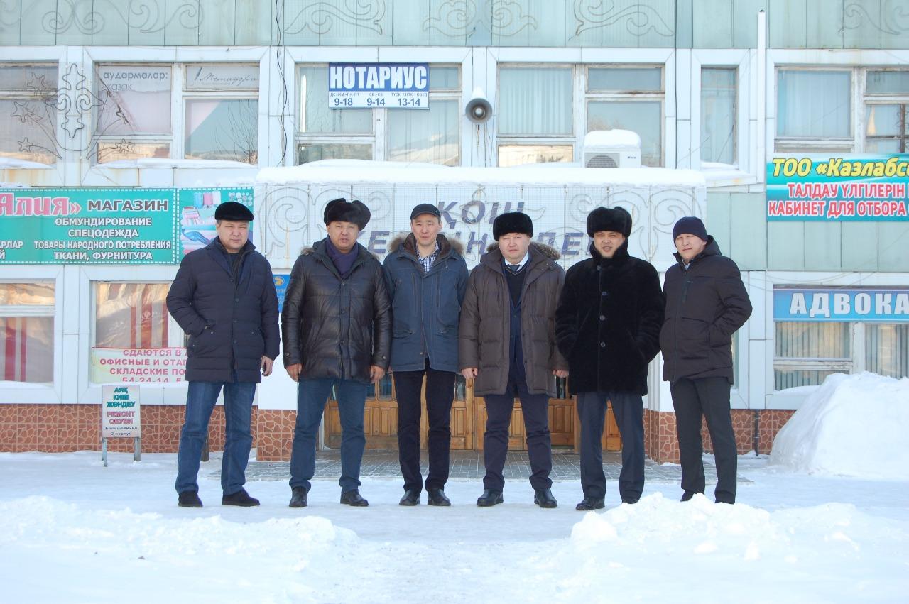 Депутаты Мажилиса Парламента РК Азат Перуашев и Берик Дюсембинов посетили швейную фабрику Большевичка.