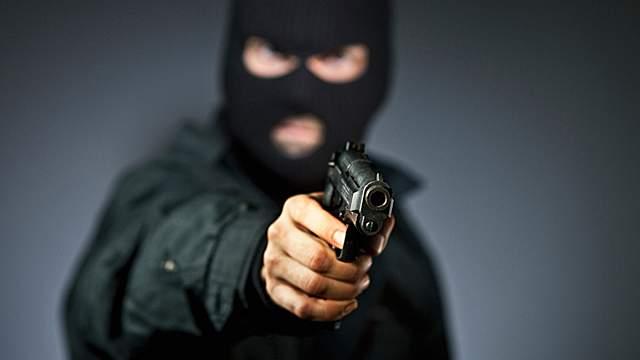 В Актобе неизвестный в маске попытался ограбить ломбард