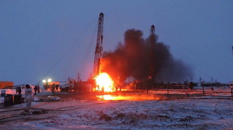 В Казахстане призвали оценить последствия пожара на нефтяном месторождении