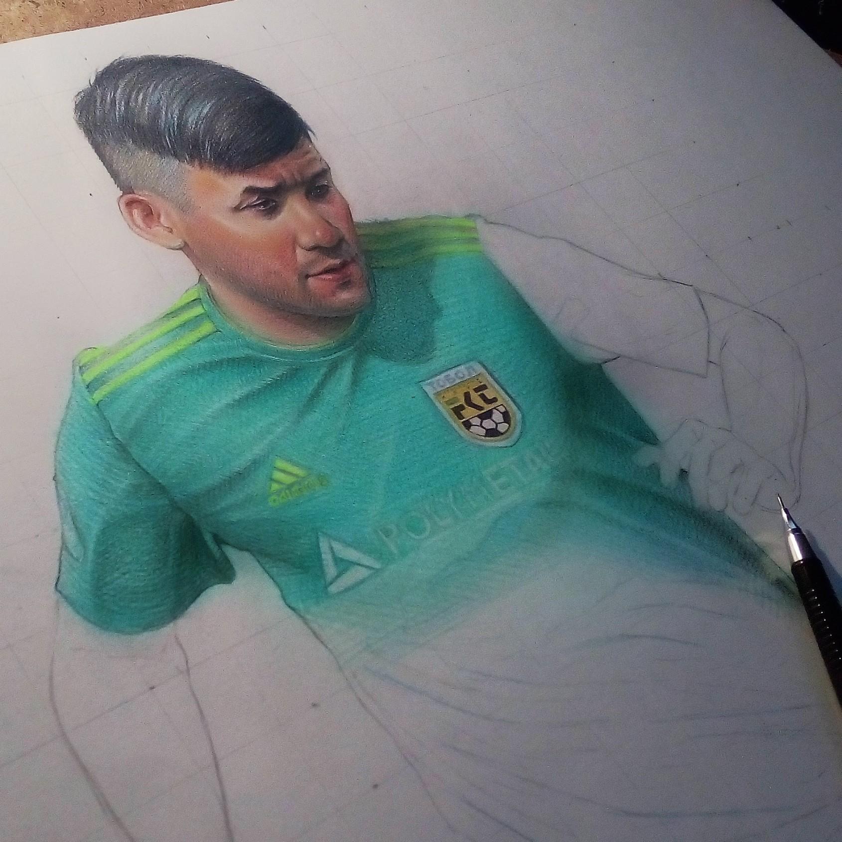 Костанайский художник нарисовал звезду футбола Нурбола Жумаскалиева, после чего изображение было напечатано на баннере
