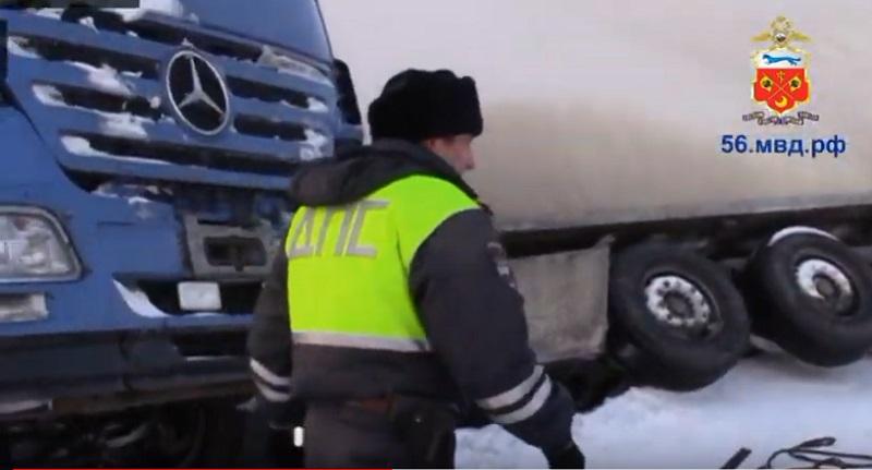 В Оренбургской области большегруз из Казахстана вылетел в кювет