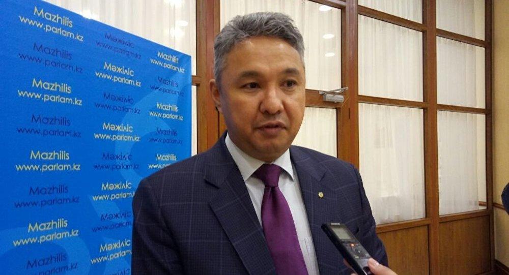 Азат Перуашев призывает Правительство защитить бизнес от необоснованного изъятия земли в ходе строительства инвестиционных проектов