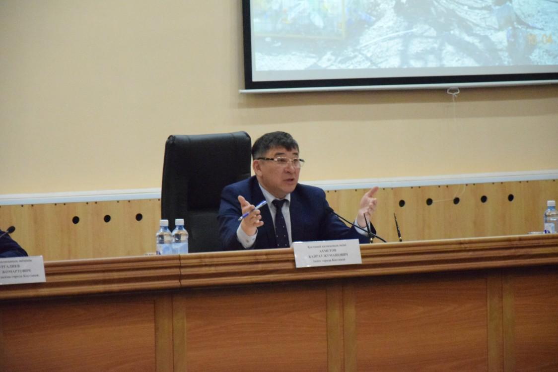 Аким города велел предусмотреть деньги на аукцион для передачи контейнерных площадок в городе