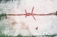 Россиянин, которого поймали на незаконном пересечении границы, ножом пронзил себе живот
