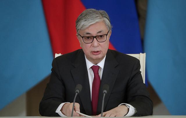 Токаев наградил Путина орденом в честь первого президента Казахстана