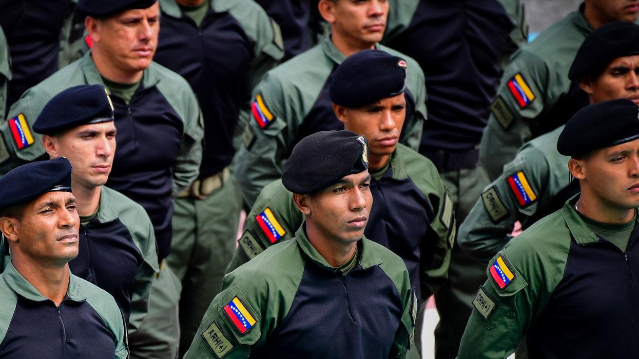Военные Венесуэлы заявили, что готовы встретить американцев с оружием в руках