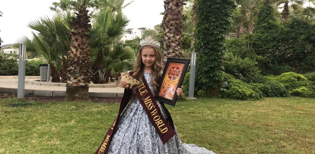 7-летняя девочка из Костаная удостоилась титула Little Miss World на конкурсе красоты в Турции