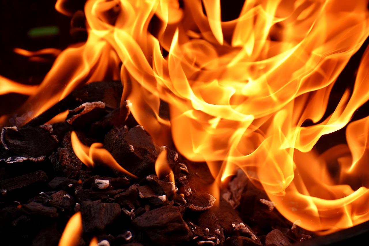 Неосторожное обращение с огнем унесло жизни трех человек в Лисаковске