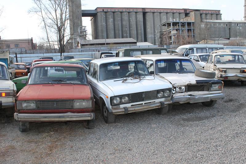В течение двух месяцев по субботам у казахстанцев будут принимать автохлам без очереди