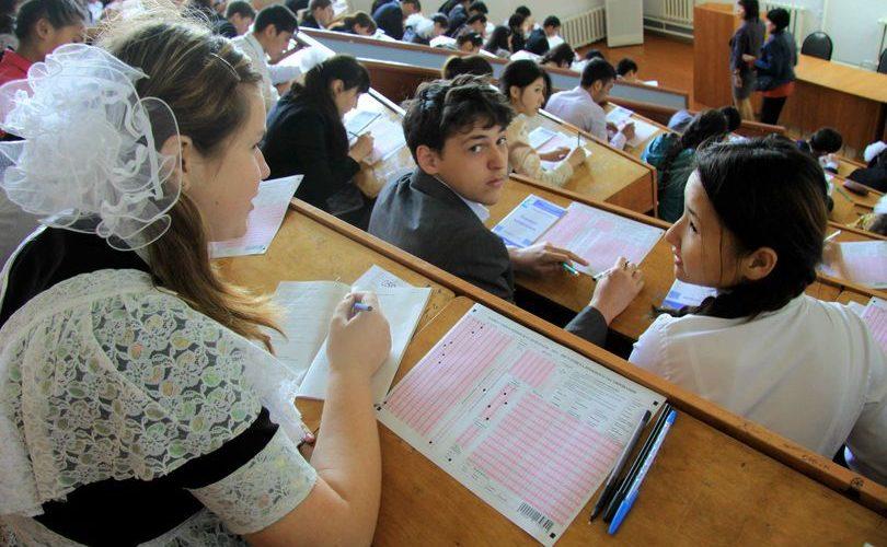 Более трех тысяч выпускников не набрали проходной балл в первый день ЕНТ