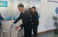 Аким Костанайской области проголосовал на выборах президента РК
