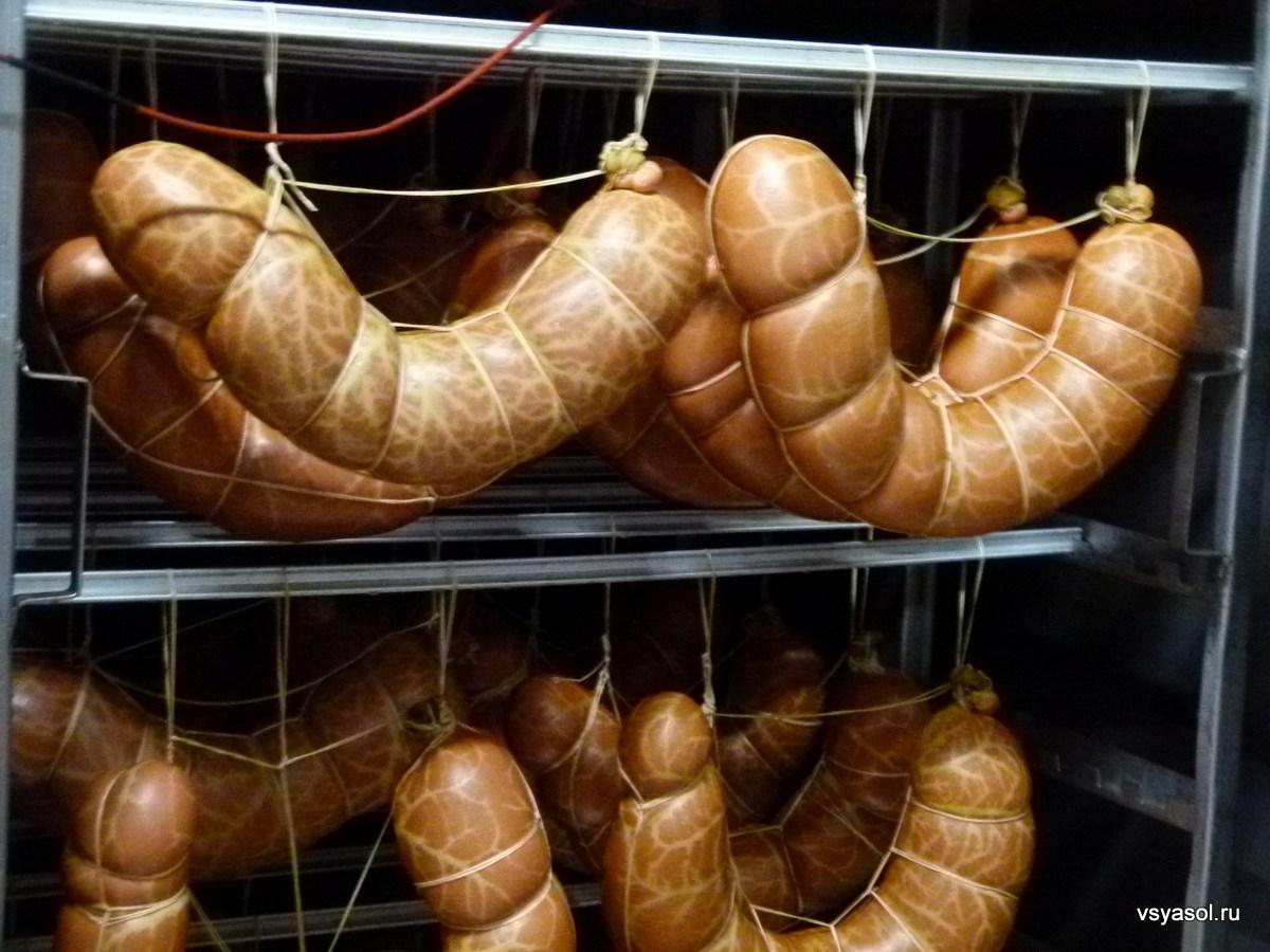 Жителя Костаная с тонной колбасы задержали на границе