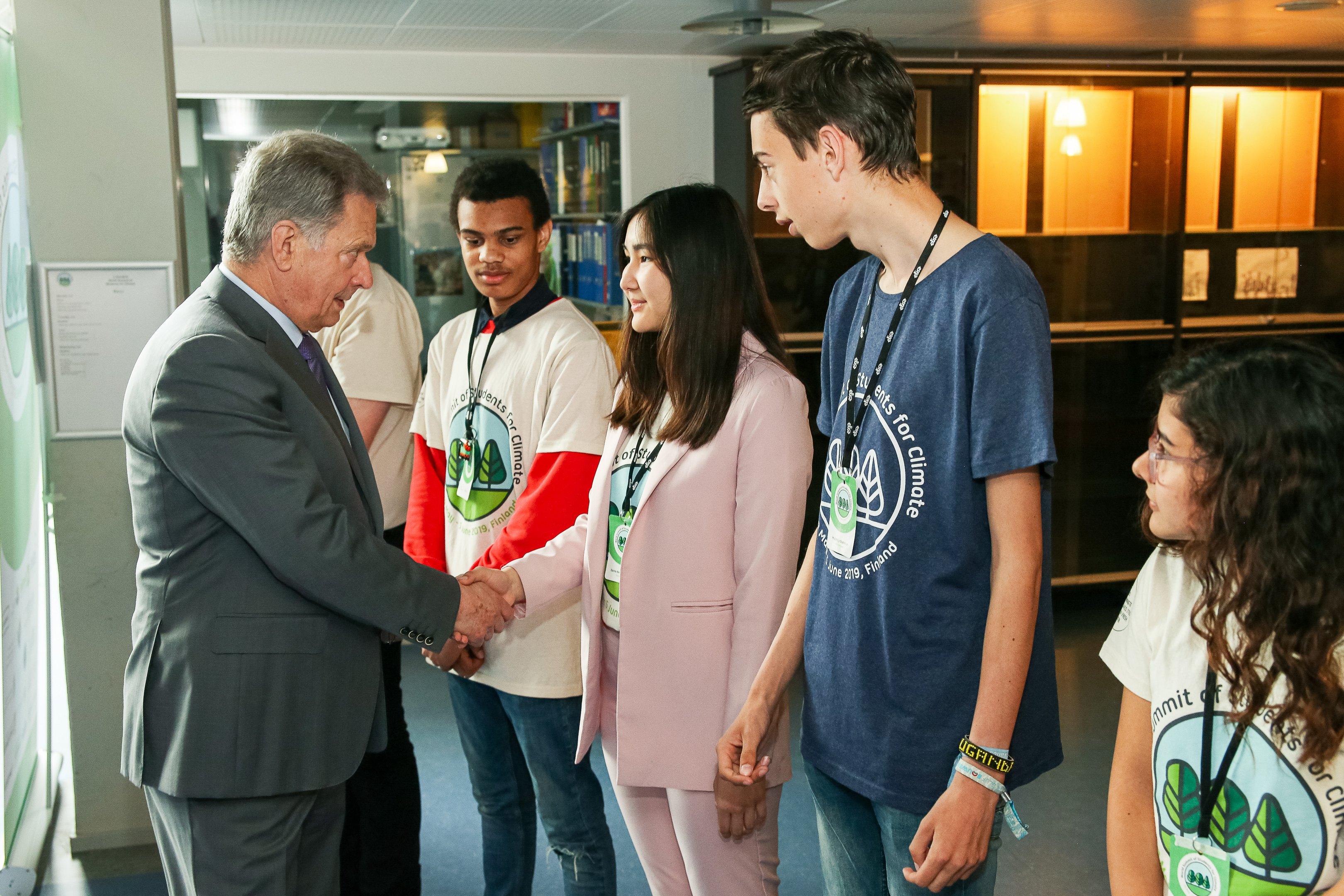 Костанайская школьница встретилась с Президентом Финляндии