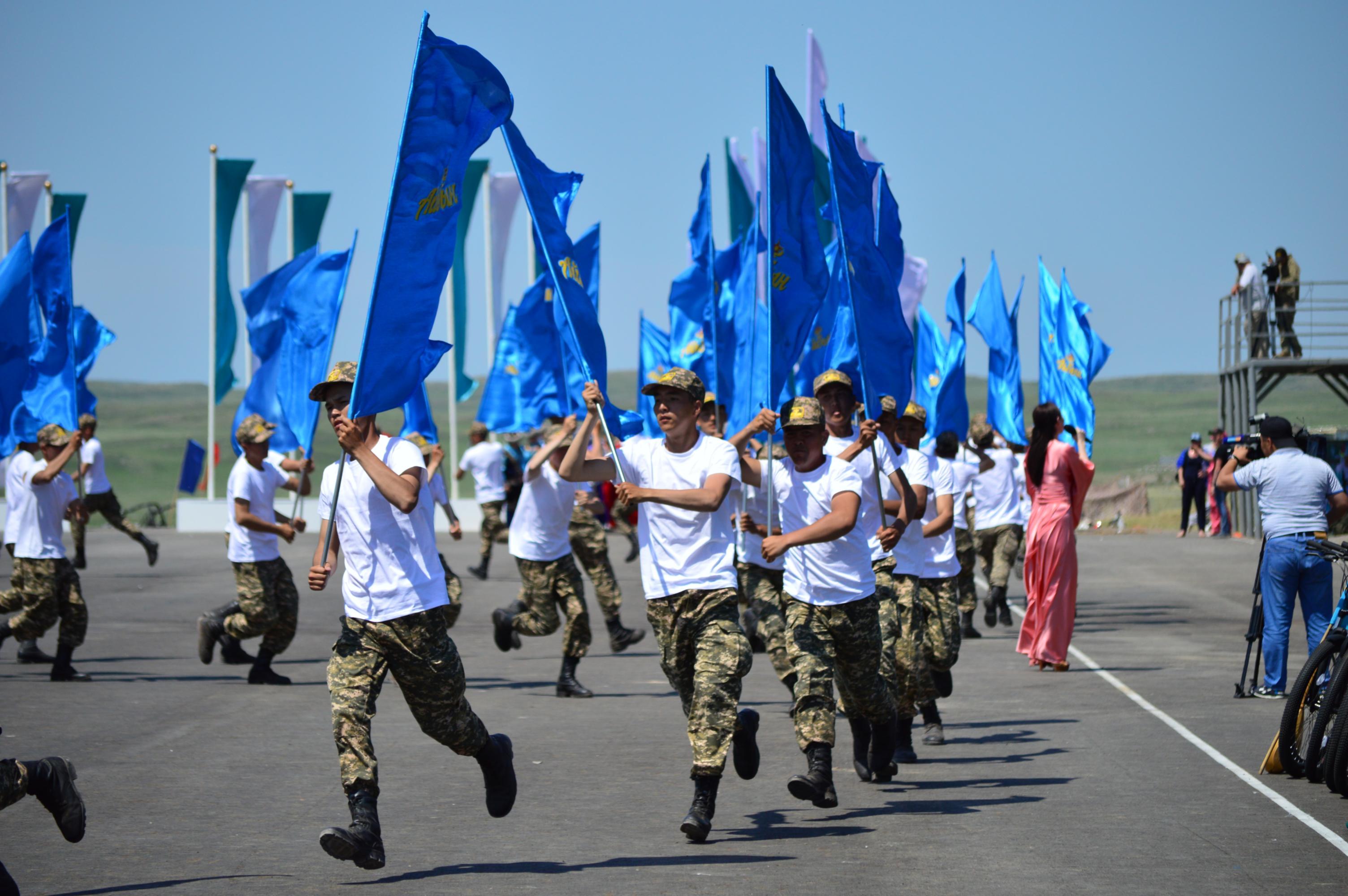 Министр обороны проверил готовность к проведению военно-патриотического сбора молодежи «Айбын»