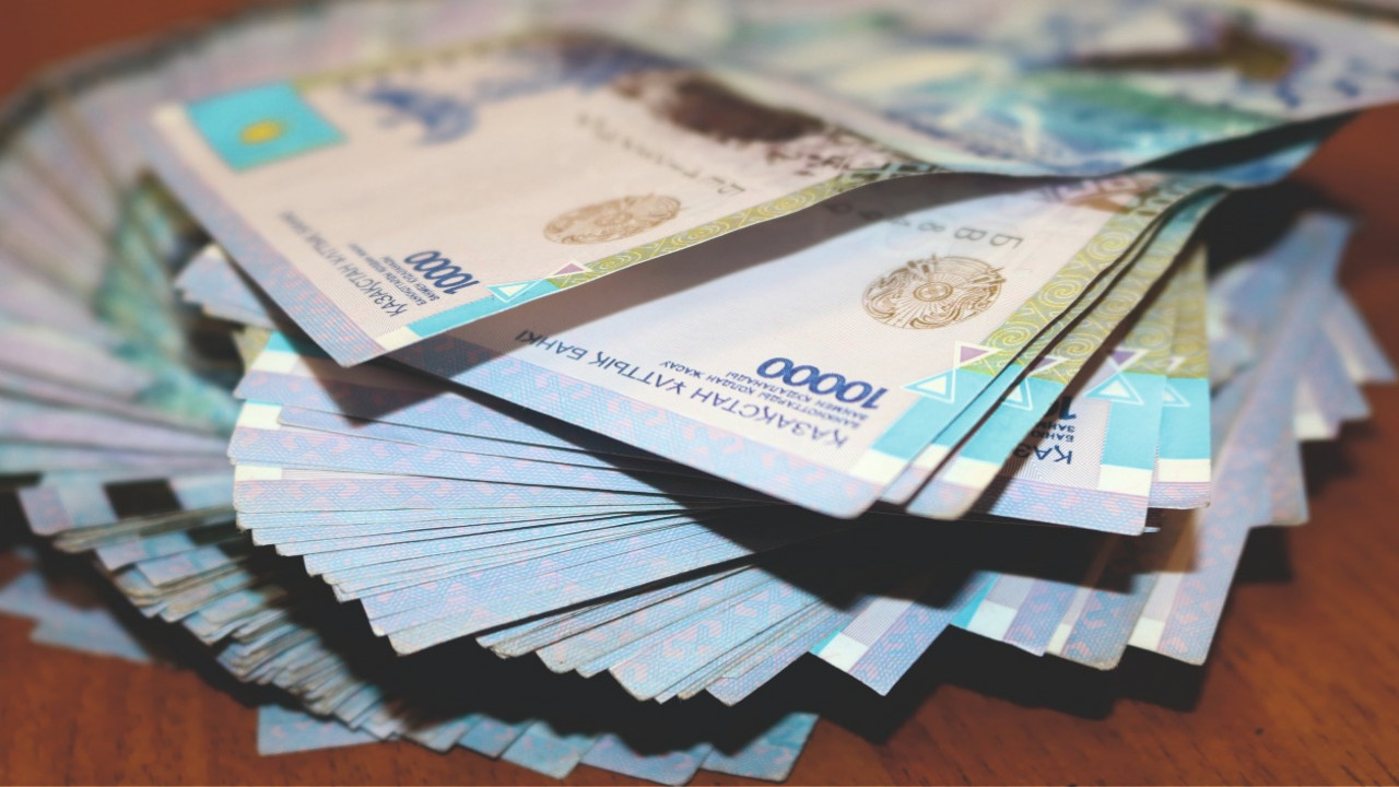 Помощника министра образования и ректора вуза подозревают в хищении 7 млн тенге
