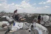 Гражданский журналист «ТоболИнфо» несколько часов провел на городской свалке рядом с теми, кто зарабатывает там на жизнь