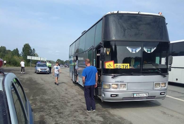 Под Челябинском задержали автобус с детьми из Казахстана