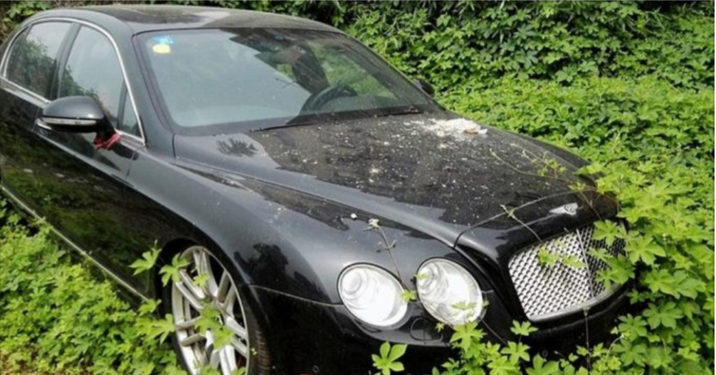 Около села в Казахстане обнаружили брошенный Bentley