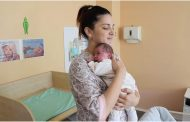 Жительница Уральска родила двоих детей с разницей в два месяца