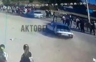 В Хромтау мужчина сбил подростков. Пострадали девять детей