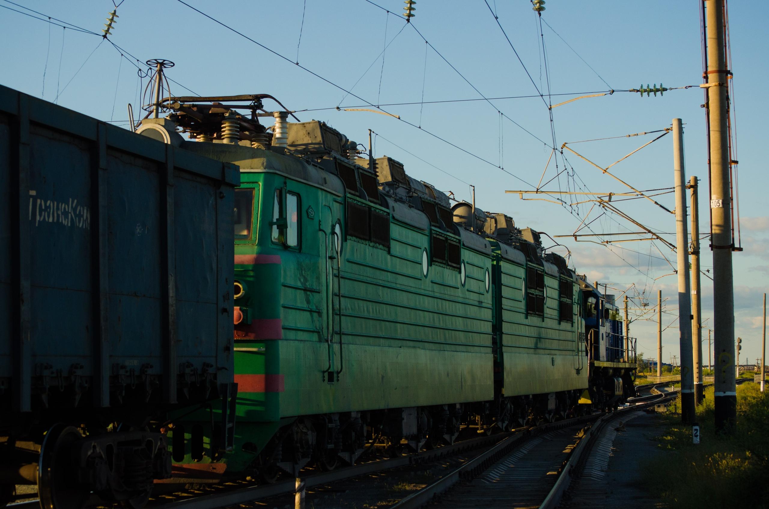 Около 9 млн тенге заплатит начальник Костанайского эксплуатационного локомотивного депо за то, что пытался за вознаграждние принять на работу помощника машиниста