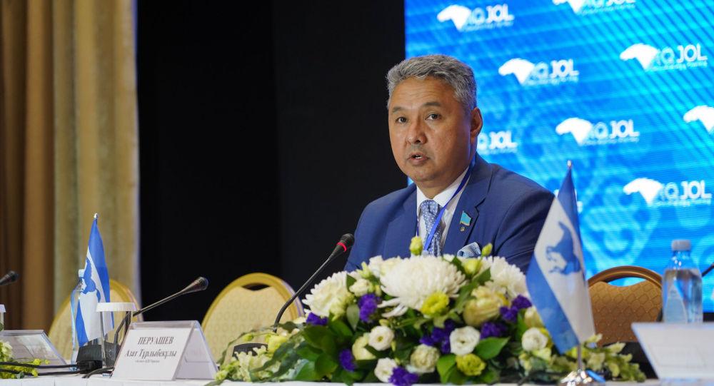 «Защищайте не иностранцев, а своих граждан» – в ходе обсуждения законопроекта в нефтегазовой сфере Азат Перуашев выговорил чиновникам за атырауские события