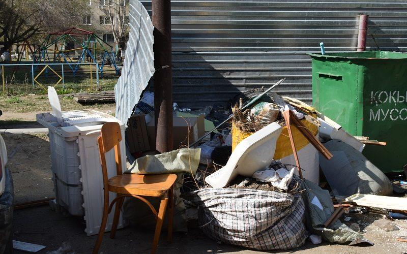 «Сидите возле контейнера и разбирайтесь с каждым», — сказал аким города руководителю «Тазалык-2012»