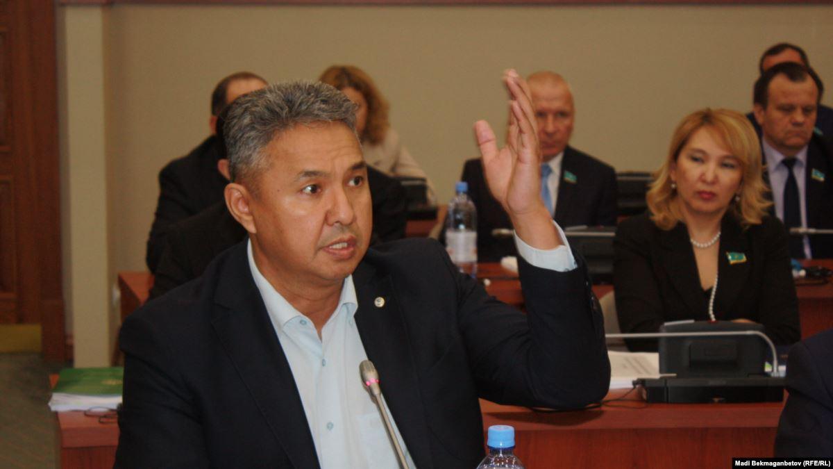 «Ак жол» предложил понудить банки направлять свободные деньги в экономику