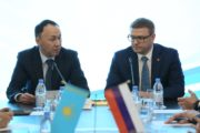В Омске на форуме Текслер и Мухамбетов подписали новое соглашение